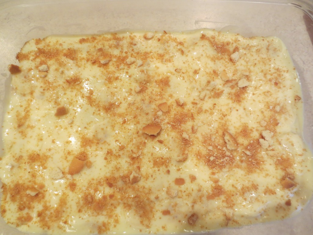 Homemade Banana Pudding is a great recipe and although there is nothing wrong with reaching for a box of pudding sometimes you just want to make it homemade from scratch yourself. simplylakita.com #banana #pudding