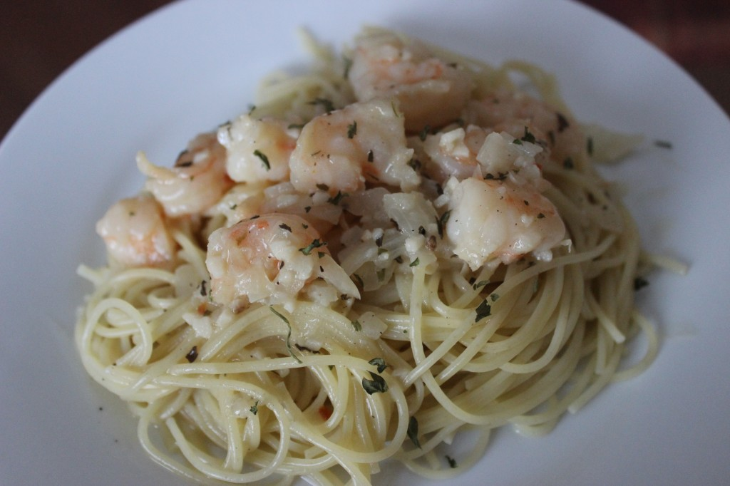 Easy Shrimp Scampi - This recipe is so fast and delicious and requires little time to make. The perfect pasta dish in a hurry! simplylakita.com #shrimp #scampi