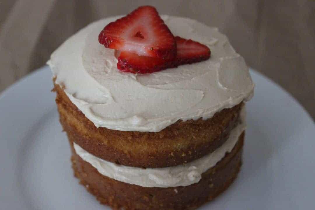 DOGGIE MINI BERRY-ALMOND CAKE