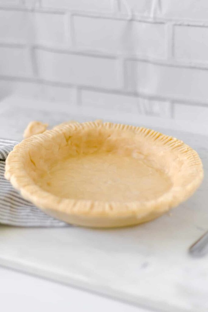 Homemade Buttery Pie Crust - Pie crust made from scratch makes any pie delicious and it does not have to be difficult to make. simplylakita.com #piecrust #piecrustrecipe