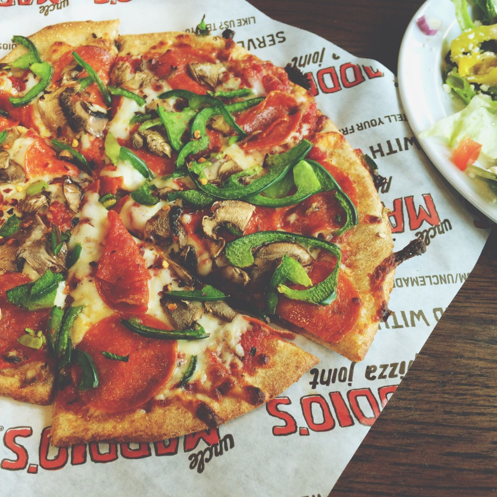 We Heart Pizza- Food Blogger Simply LaKita shares her favorite pizza restaurant that her family loves to go to. Weeknight pizza will never be the same. simplylakita.com #pizza