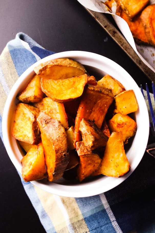 Easy Roasted Potatoes - If you have ever wanted to know how easy it can be to roast potatoes, then this recipe will help you with that. Give it a try! simplylakita.com #potatoes