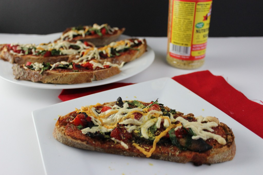 Vegan Pizza Recipe - This recipe is perfect for when you need food in a hurry that is quick, easy, and delicious. Perfect for the entire family. simplylakita.com #vegan #pizza #easyrecipe