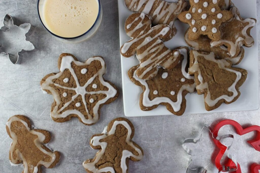 Vegan Gingerbread Cookies are a deliciously spicy holiday cookie that is dairy-free and sure to be enjoyed by everyone. The perfect way to celebrate the holiday. simplylakita.com #vegan #holiday #gingerbread