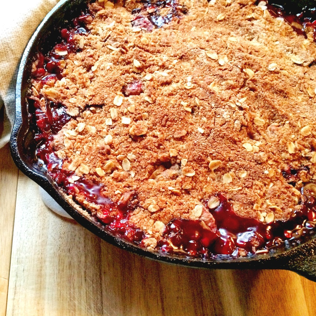 Easy Berry Crisp - This easy recipe is a great way to use those seasonal berries. It is the right amount of sweetness with a crispy layer...delicious! simplylakita.com #berry #crisp #dessert