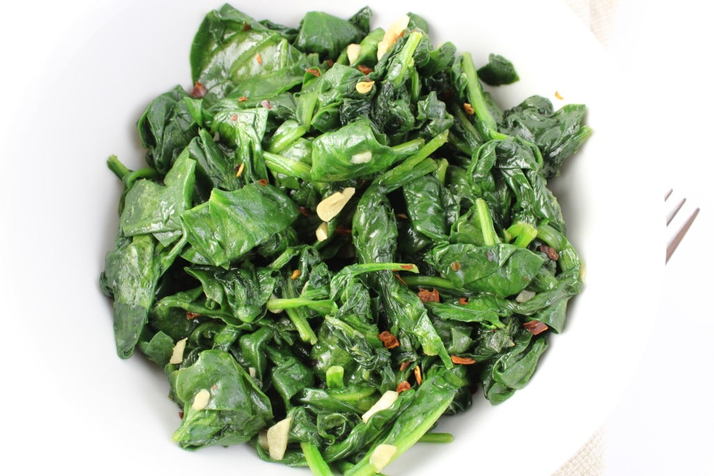 Sauteed Garlic Spinach - Just add garlic and red peppers to fresh spinach and saute for a delicious side dish that everyone will love. simplylakita.com #vegan #spinach