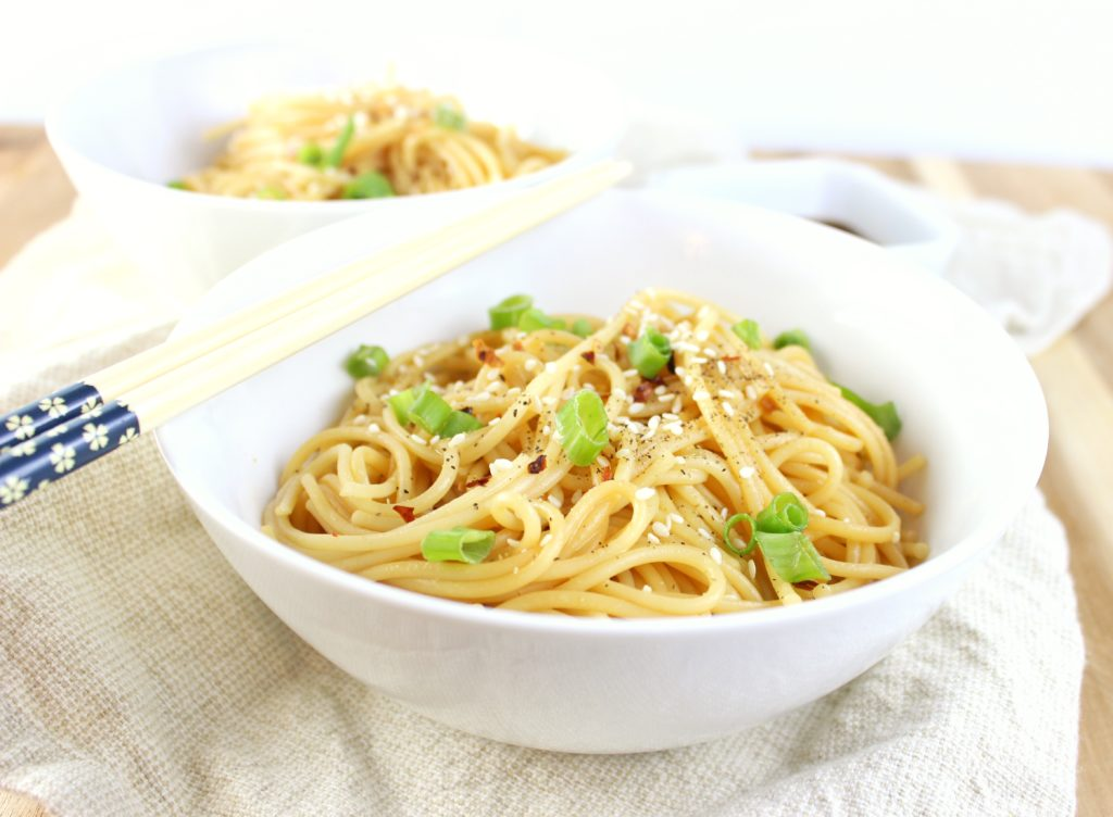 Easy Sesame Noodles - Need a meal in 30 minutes or less? This recipe for sesame noodles will help you achieve that and is so easy to make. Give it a try! simplylakita.com #sesame #noodles #easyrecipe