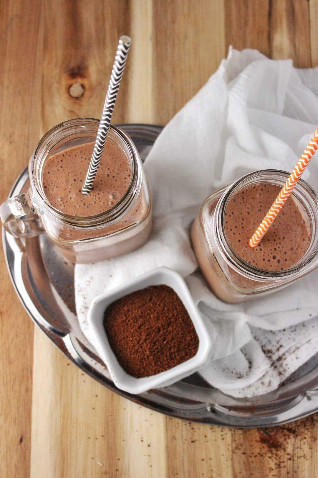 Chocolate Banana Mocha Smoothie - This easy recipe makes a healthy smoothie that has everything that would make it absolutely delicious. simplylakita.com #smoothie #mocha
