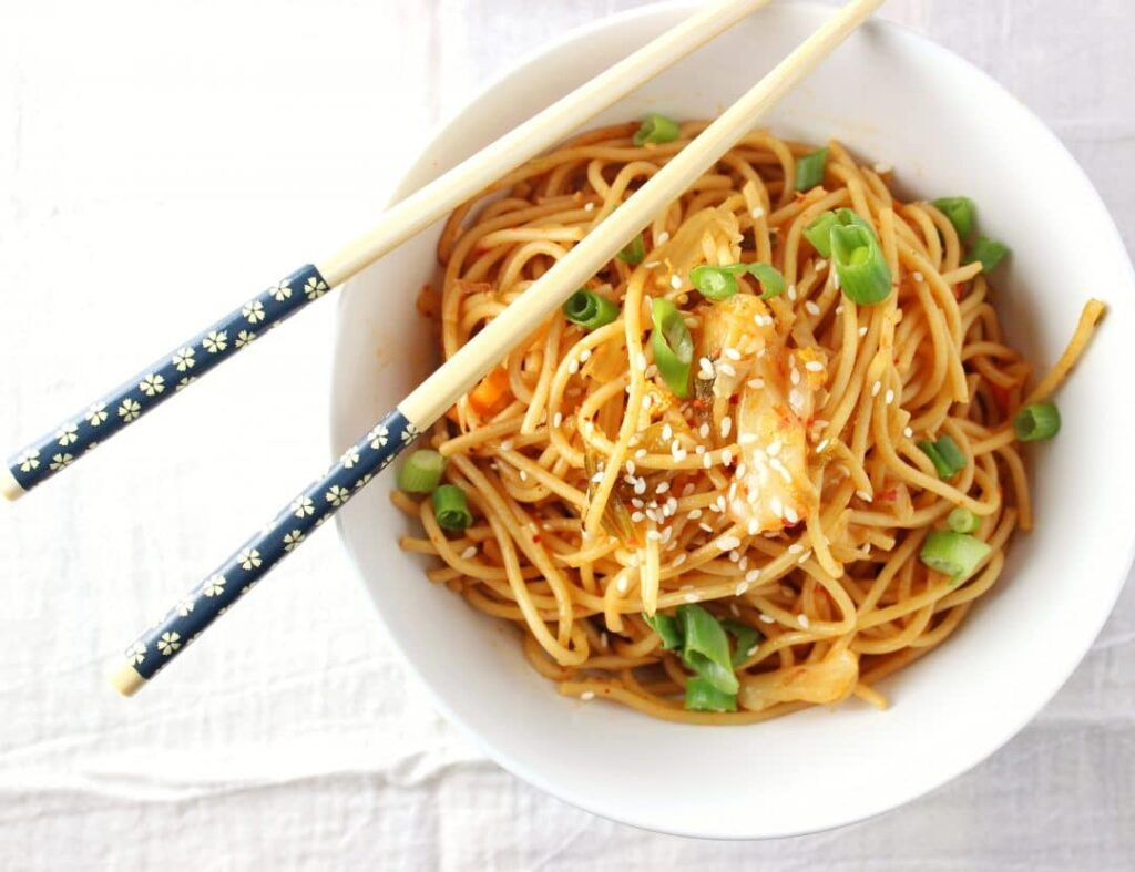 Kimchi Sesame Noodles - Easy recipe that requires minimal ingredients and is a great way to combine the healthy benefits of spicy kimchi. simplylakita.com #kimchi #vegan