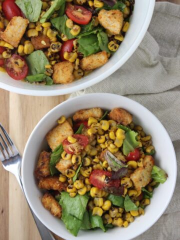 Grilled Corn Salad - This salad can be summed up in one word...Fresh! Using freshly grilled corn, tomatoes and homemade croutons it is the perfect salad to be enjoyed anytime. simplylakita.com #corn #salad #healthy