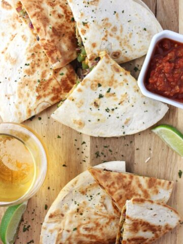 Easy Vegan Quesadillas - A meal in 30 minutes or less is what you get with these veggie loaded quesadillas that include vegan cheddar shreds. simplylakita.com #vegan #easyrecipe