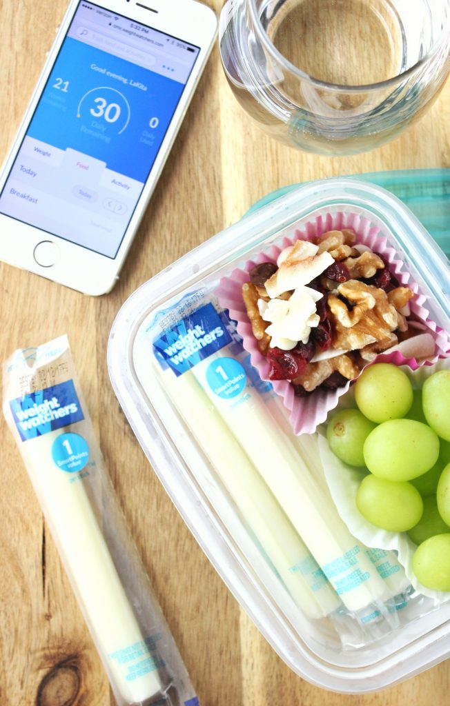 In need of a healthy midday snack option, then give this easy to make snack box a try that also includes Weight Watchers Light Mozzarella String Cheese. simplylakita.com #WWSponsored #GreatTasteGuaranCheesed #ad #IC