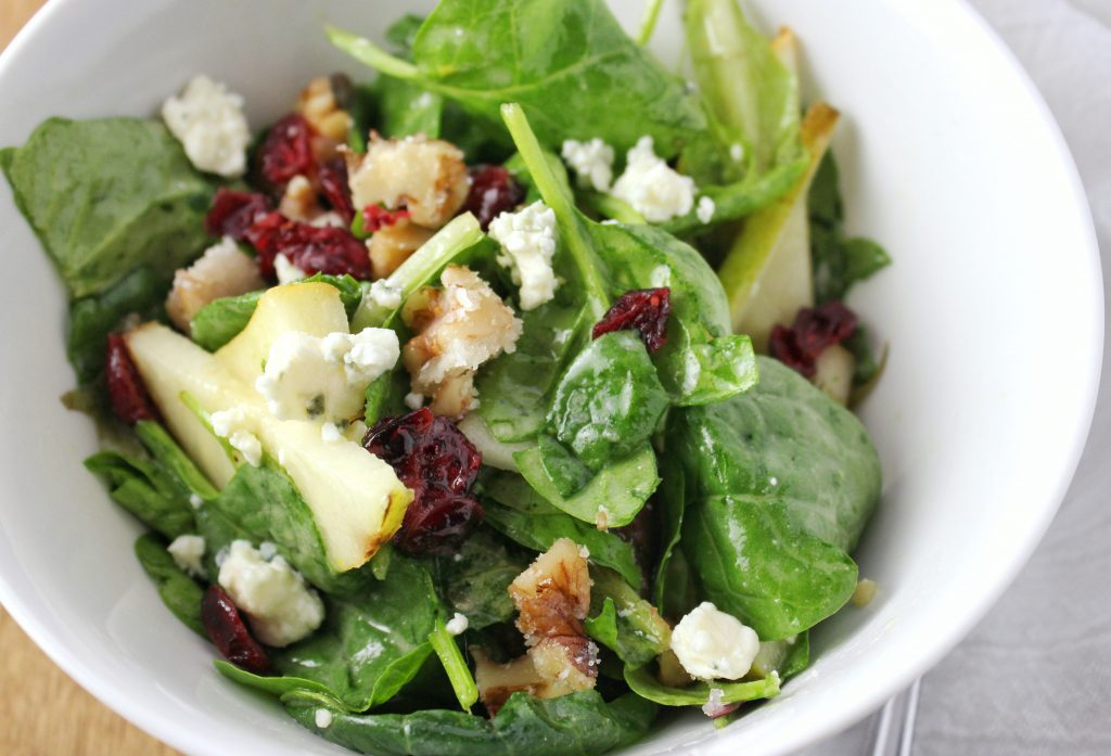 Pear Walnut Blue Cheese Salad - This fresh mixed green salad has candied walnuts, sliced pears, a homemade tangy salad dressing, and topped with a crumble of blue cheese! Simplylakita.com #salad #healthyrecipe
