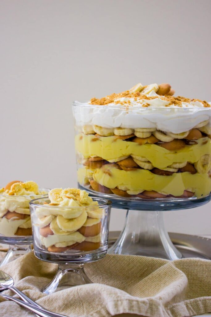 Quick and Easy Homemade Banana Pudding Recipe that is perfect for any family gathering. Classic and Delicious! Simplylakita.com #easyrecipe #dessert