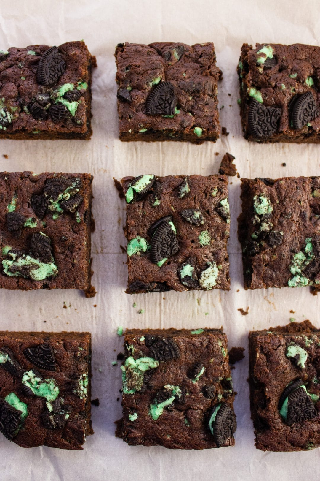 Fudgy Mint Brownies - Vegan, egg free chocolate mint brownies with minty sandwich cookies that make it green enough in time for St. Patrick's Day. simplylakita.com #stpatricksday