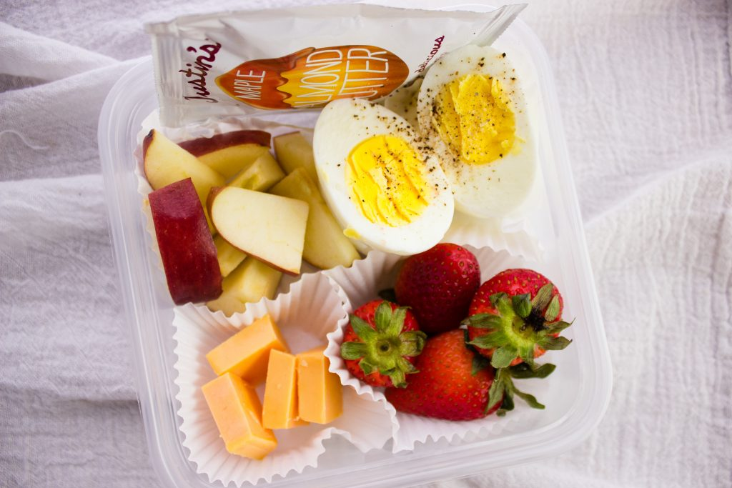 Back to School Breakfast Ideas - 4 quick and easy breakfast recipes that can be prepared in advance and enjoyed throughout the week. simplylakita.com #breakfast #mealprep #backtoschool