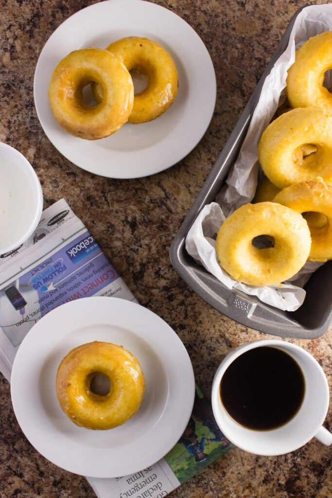 Pumpkin Spice Doughnuts - Delicious homemade baked doughnuts that are full of pumpkin flavor and topped with a sweet pumpkin maple glaze. simplylakita.com #pumpkinspice #doughnuts