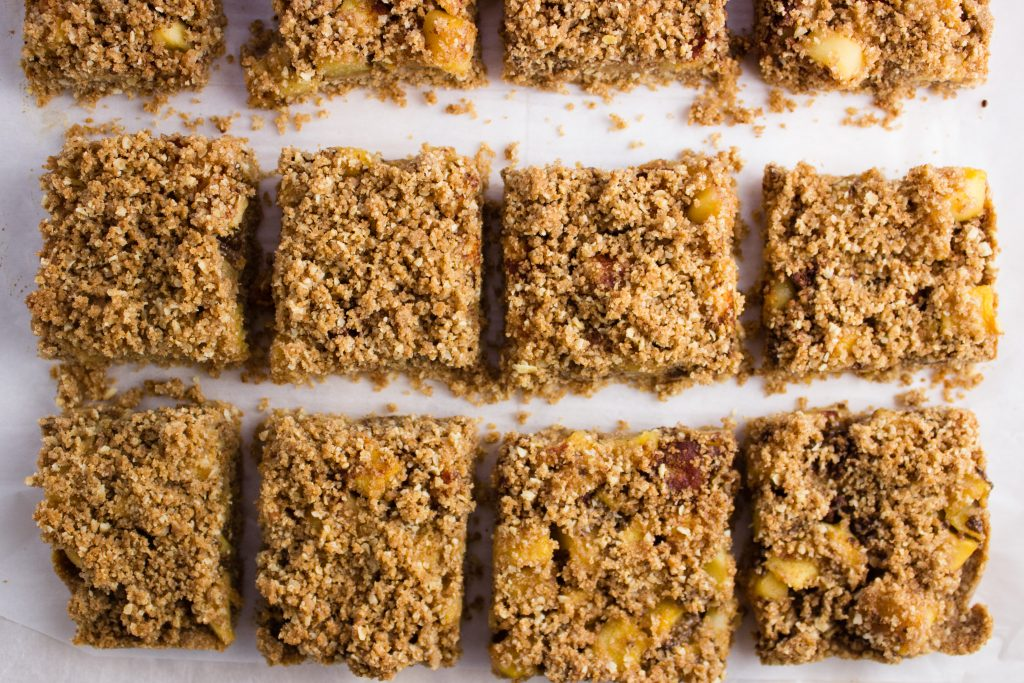 Apple Crumble Bars - This delicious Fall inspired dessert combines apples, oats, and cinnamon for a tasty crumbly bite. It cooks up in less than 30 minutes. simplylakita.com #fall #applecrumble #healthy
