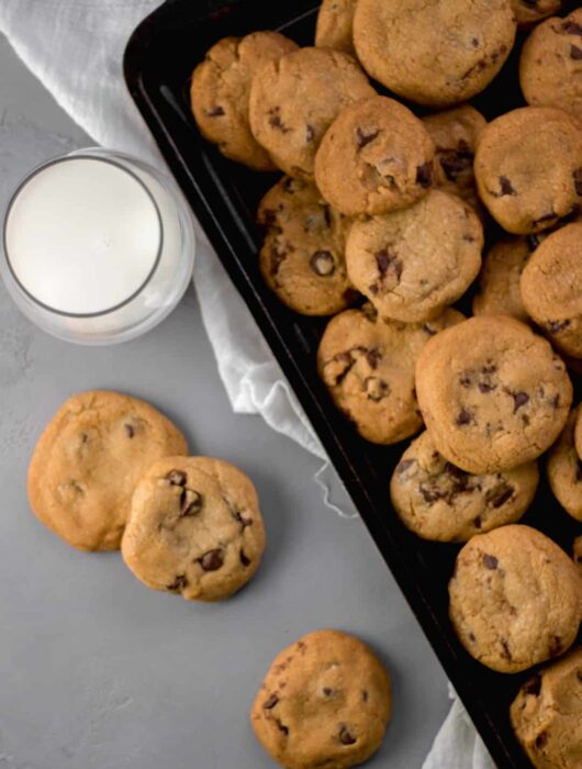 Coconut Oil Chocolate Chip Cookies - Butterless cookie recipe that makes a soft, chewy, and fluffy cookie that is sure to be your new favorite cookie to bake and share. simplylakita.com #cookies #coconutoil #chocolatechip