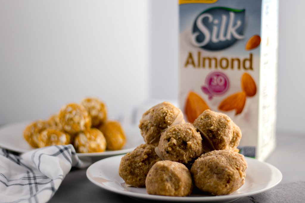Bake Energy Bites - Quick and easy snack made with Silk Almondmilk for you and your pup that is the perfect post-walk treat to power you and your dog through the rest of the day! simplylakita.com #ad #SilkAlmondmilk #dogtreats #energybites @lovemysilk