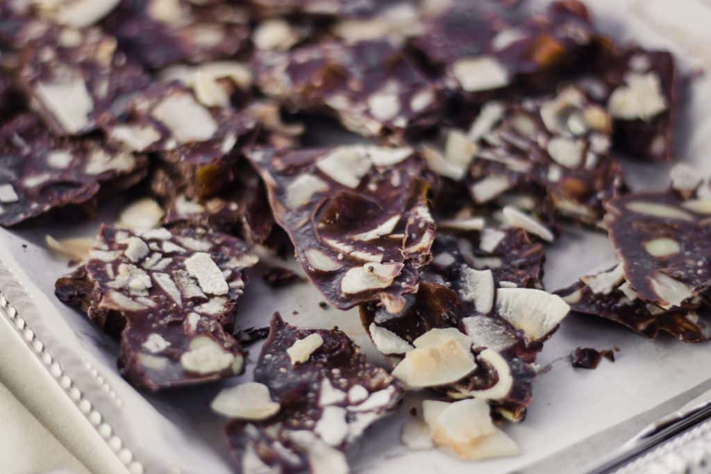 Trail Mix Bark - Made in 5 minutes, uses simple ingredients and is perfect for when you need an energy boost. Includes coconut oil, nuts/seeds, and dried fruit. www.simplylakita.com #vegan #snack #trailmix