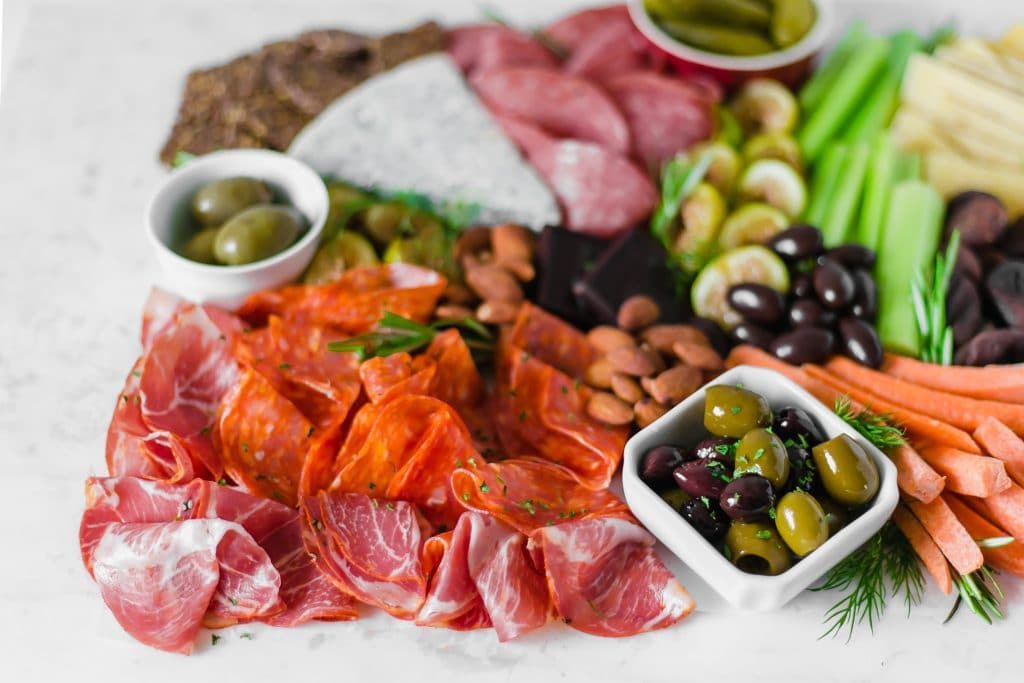 How to Build the Best Cheese Board is the perfect outline to assist you in having an effortless setup for summer entertaining. simplylakita.com #cheeseboard #entertaining #summer #meatboard #charcuterie
