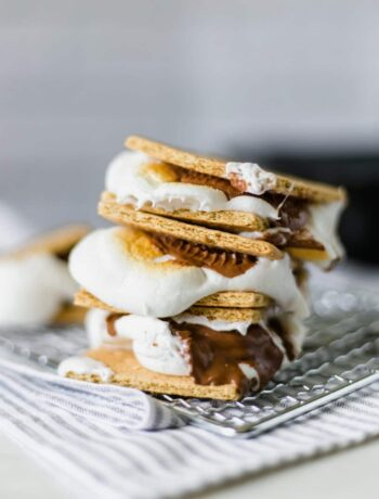 Chocolate Peanut Butter Cup S'mores is a take a new spin on a classic treat by adding a delicious peanut butter cup. What can be better than a graham cracker, marshmallow, chocolate, and peanut butter? simplylakita.com #nationalsmoresday #summer #smores