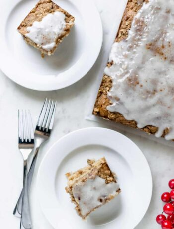 Hummingbird Coffee Cake is the perfect excuse to have cake for breakfast. It is flavorful and goes well with a hot cup of coffee. simplylakita.com #coffeecake #holidays